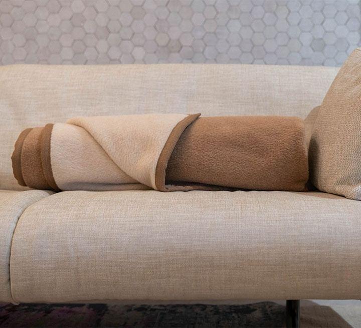 wohndecken heimdecken aus naturmaterialien. Black Bedroom Furniture Sets. Home Design Ideas
