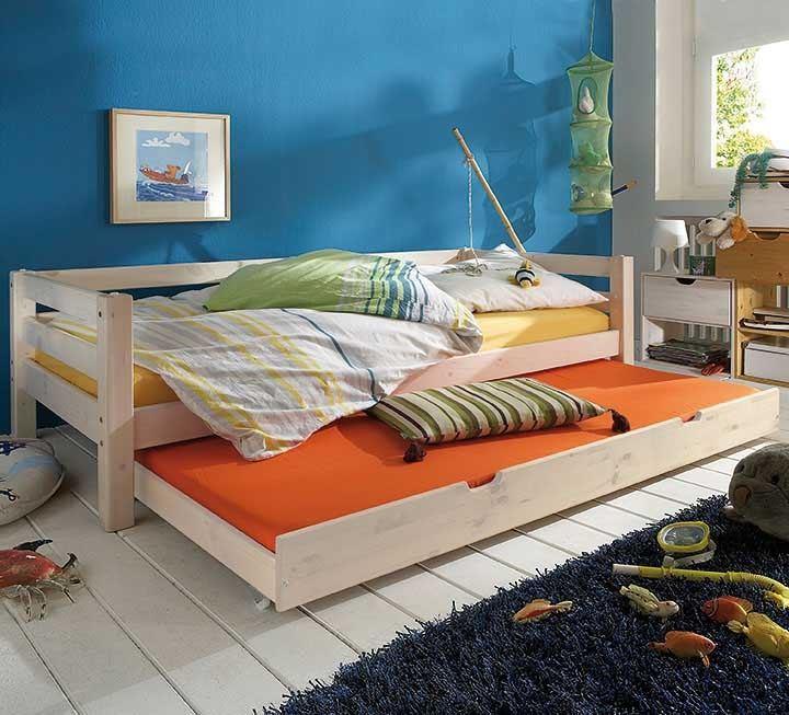 mit g stebett aus schadstoffgepr ftem massivholz. Black Bedroom Furniture Sets. Home Design Ideas