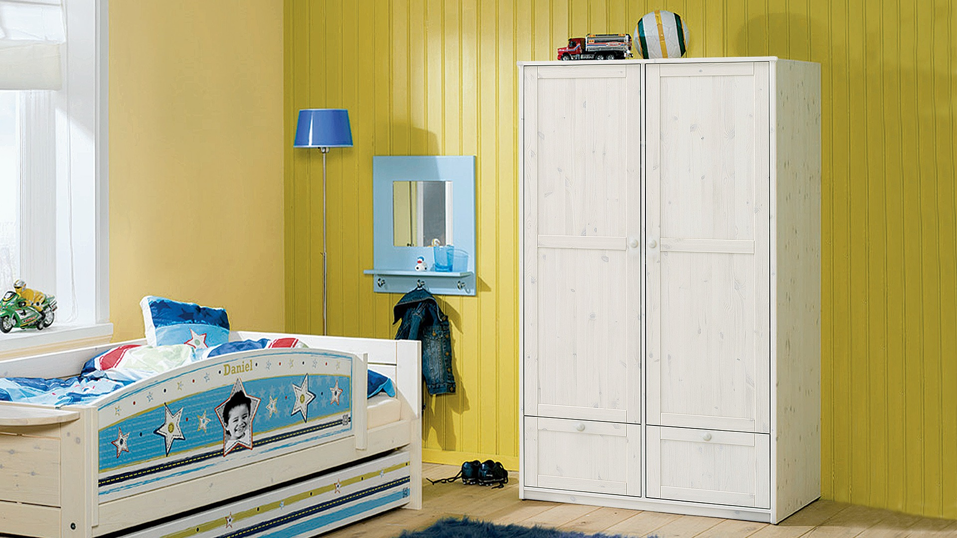 dreht ren kleiderschrank prima mit schubladen. Black Bedroom Furniture Sets. Home Design Ideas