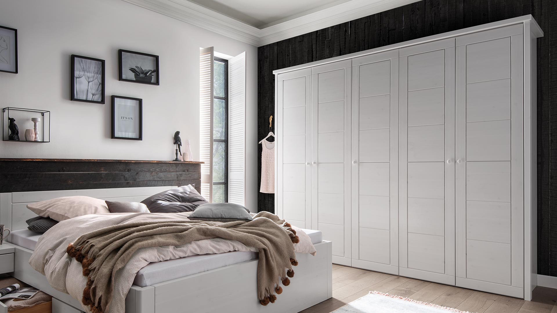 Massivholz kleiderschrank mascella kiefer for Schlafzimmerschrank 3 50 m breit